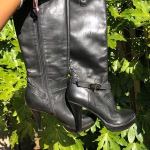 Guess black leather heeled boots size 6